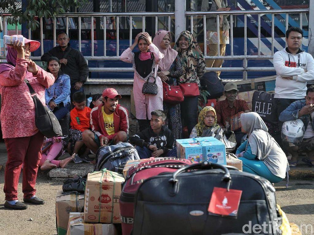 Terminal Bus Tanjung Priok Mulai Ramai Dipenuhi Pemudik