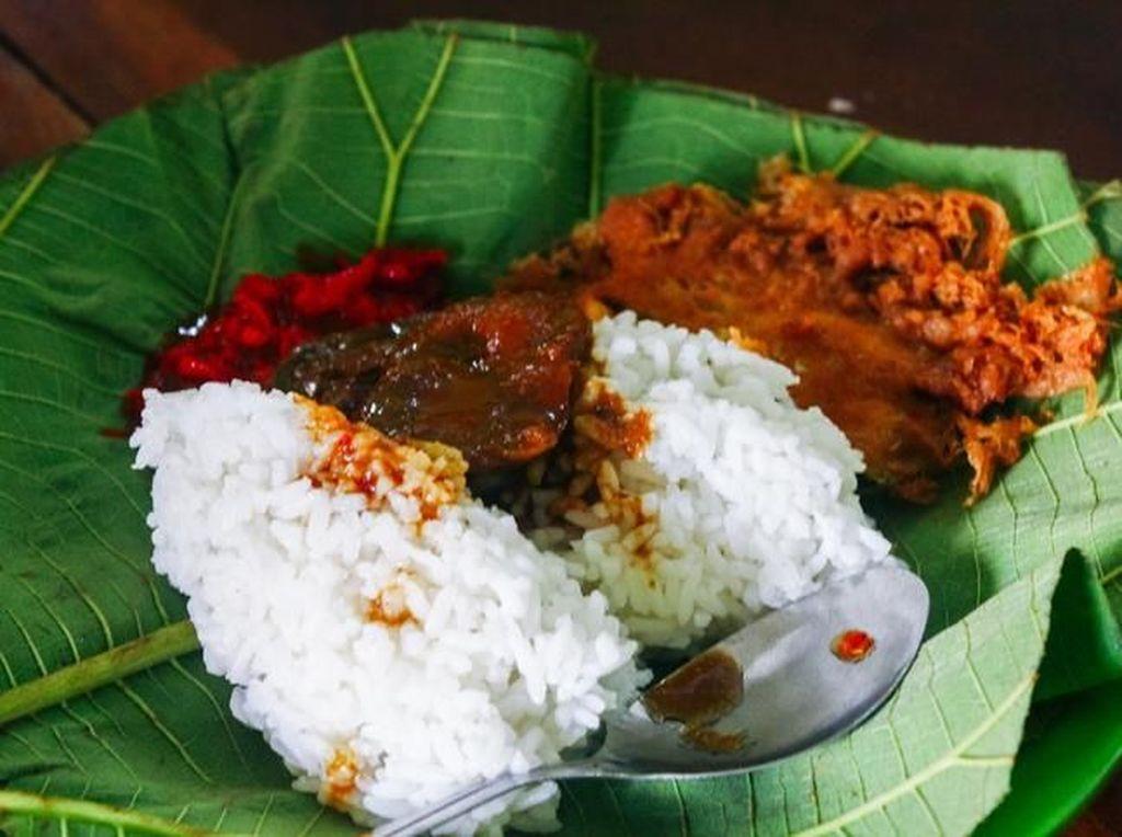5 Rekomendasi Tempat Jajan Nasi Jamblang Cirebon yang Sedap