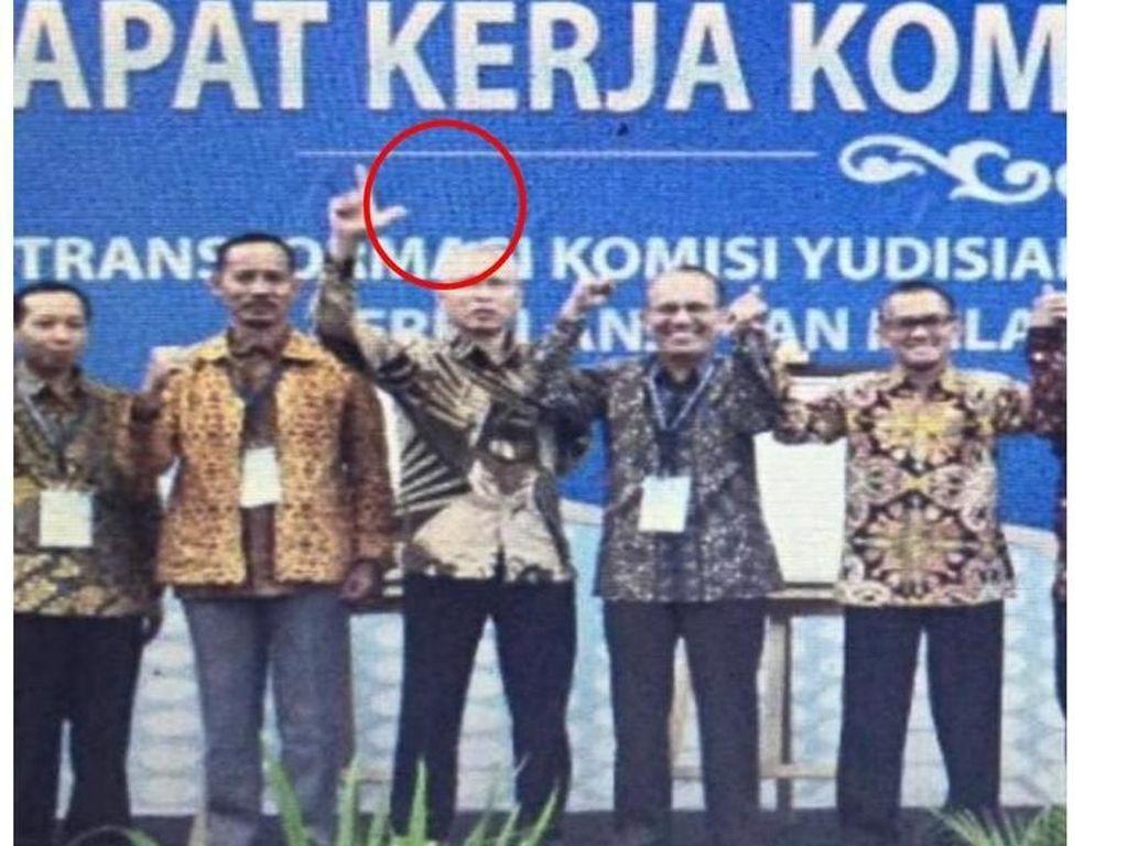Komisioner KY Buka Suara Soal Foto 2 Jari di Masa Kampanye Pilpres
