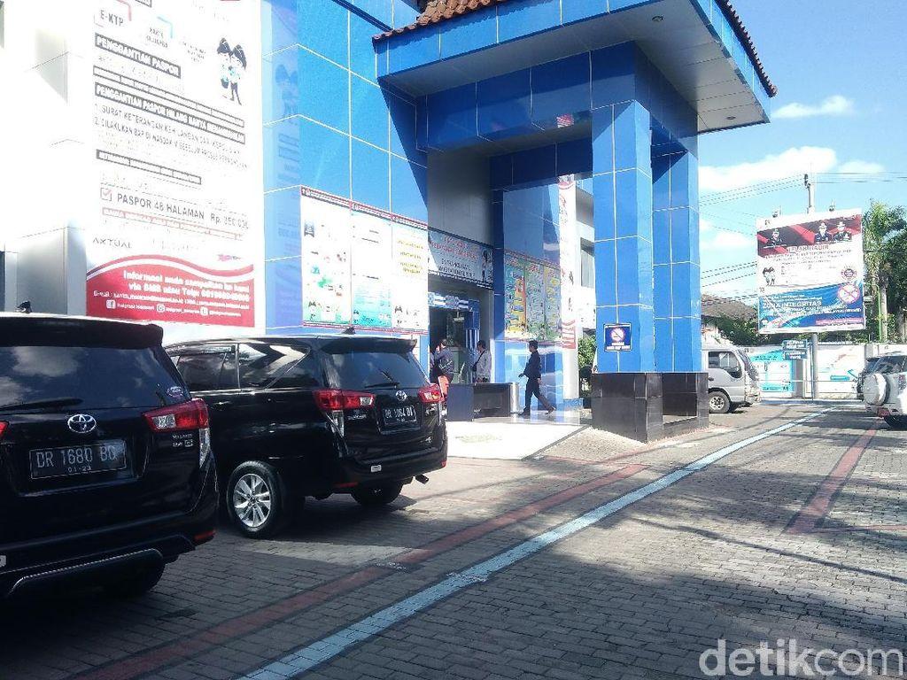 KPK Geledah Kantor Imigrasi Mataram