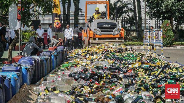 Polda Jawa Barat memusnahkan 2.630,47 gram sabu dan 15.600 botol serta 70 jerigen minuman beralkohol. Barang bukti tersebut diperoleh dalam Operasi Penyakit Masyarakat (Pekat) Lodaya menghadapi Lebaran 2019.