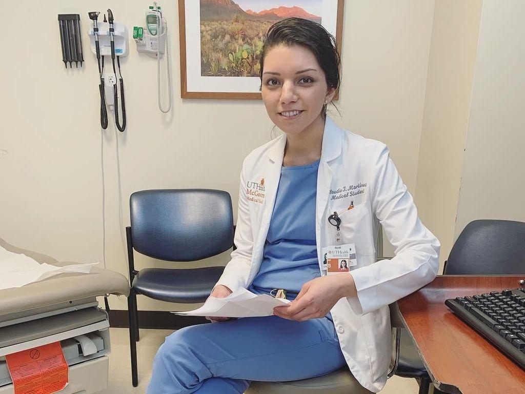 Hebat, Mahasiswi Kedokteran Raih IPK 4.0 Selagi 6 Kali Jalani Operasi Otak