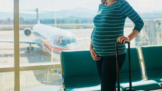 Ibu Hamil Mudik Naik Pesawat, Seberapa Perlu Pakai Maternity Belt?