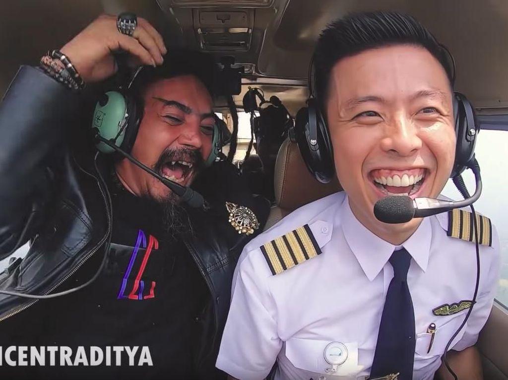 Melihat Lagi Ekspresi Para Artis Terbang Bareng Vincent Raditya