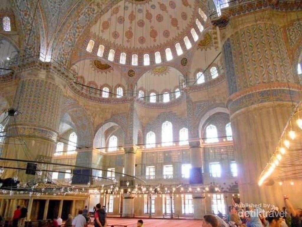 Merasakan Nyamannya Masjid Biru di Istanbul