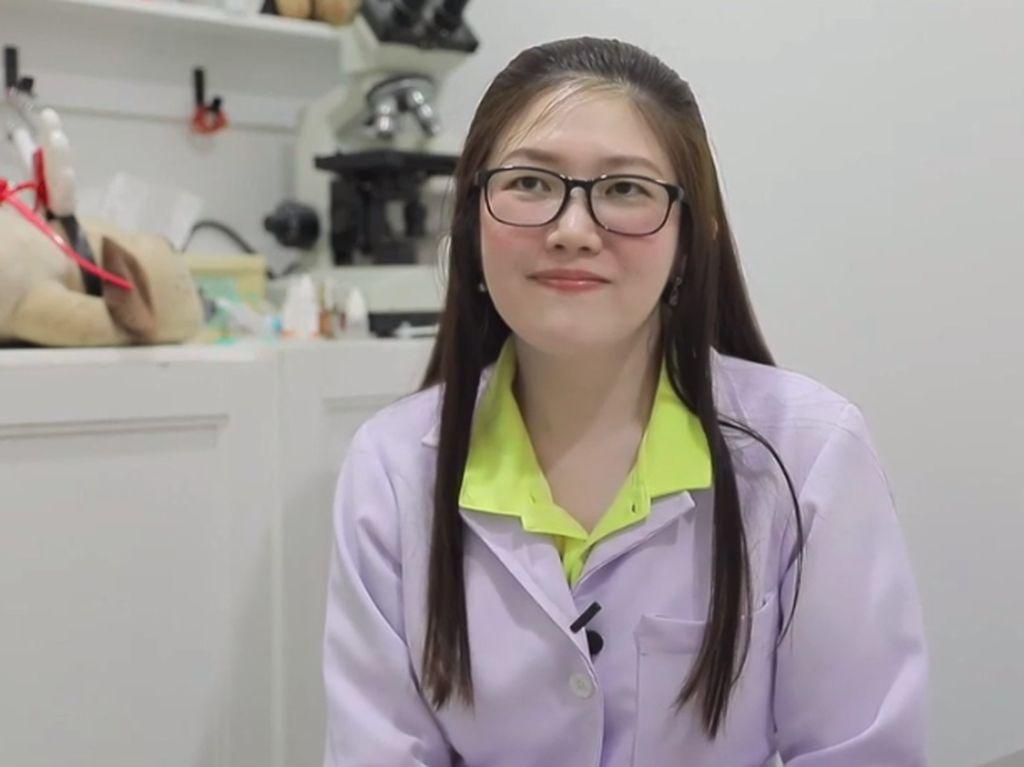 Viral Kisah Heroik Dokter Hewan Cantik Bantu Ibu Melahirkan di Pinggir Jalan