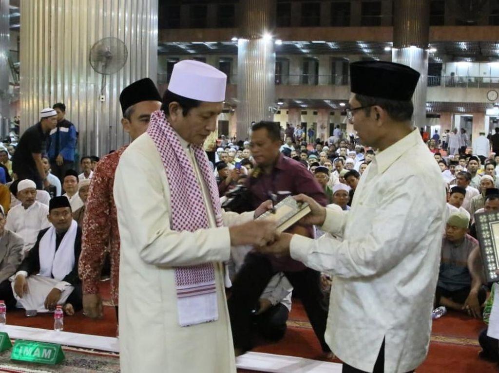 Silaturahmi ke Masjid IstiqlalYayasan Muslim Sinar Mas Wakafkan Alquran
