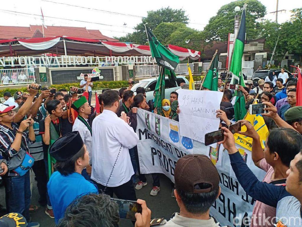 Mahasiswa Probolinggo Demo Pertanyakan 99 Hari Kerja Pertama Wali Kota