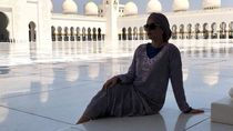 Kunjungi Masjid, Cantiknya Pasangan Paul Pogba Pakai Gamis dan Turban