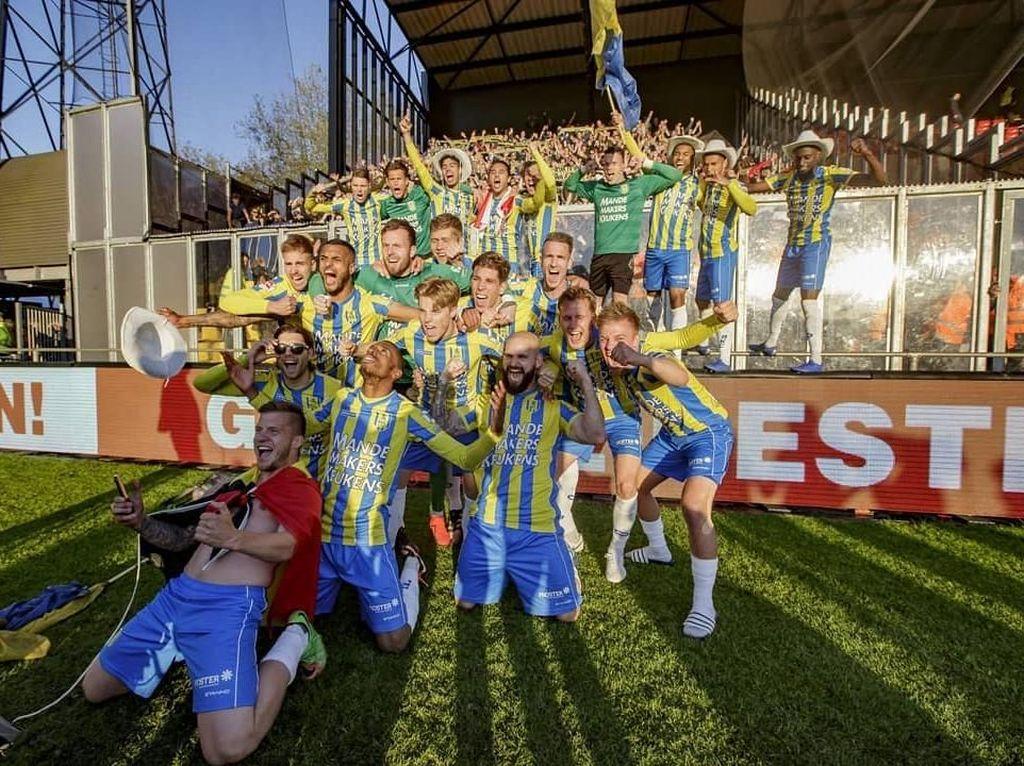 Menang Dramatis, Klub Ezra Walian Promosi ke Eredivisie