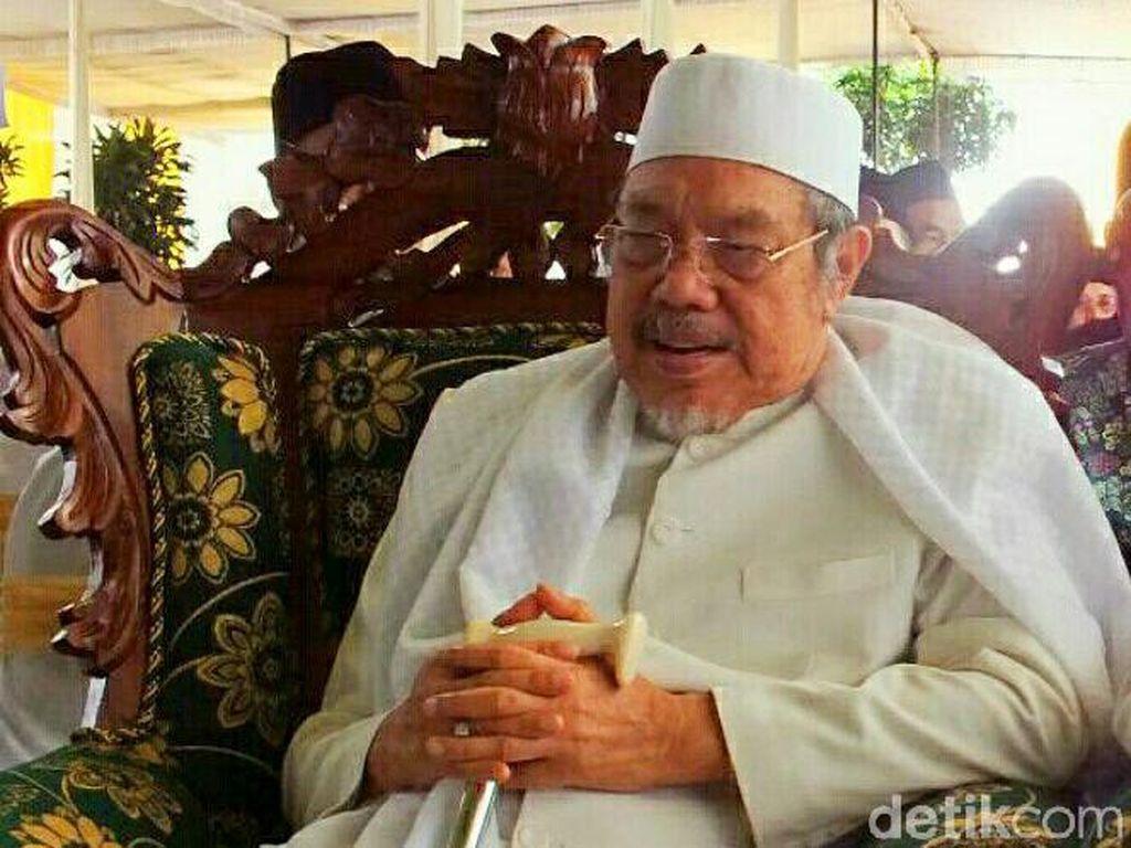 Menteri Agama era Gus Dur KH Tolchah Hasan Wafat