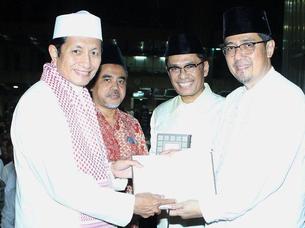 Yayasan Muslim Sinar Mas Wakafkan Alquran ke Masjid Istiqlal