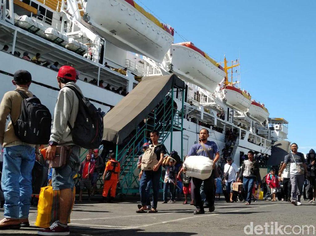 Ribuan Pemudik Gratis Padati Pelabuhan Tanjung Perak