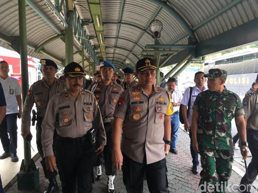 Kapolda Metro Pantau Pengamanan Mudik di Stasiun Gambir