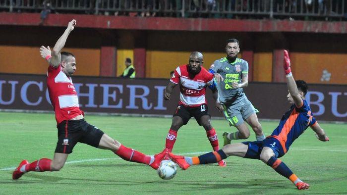 Madura United kukuh di puncak Liga 1 2019 usai mengalahkan Borneo FC 3-0 (ANTARA FOTO/Saiful Bahri)