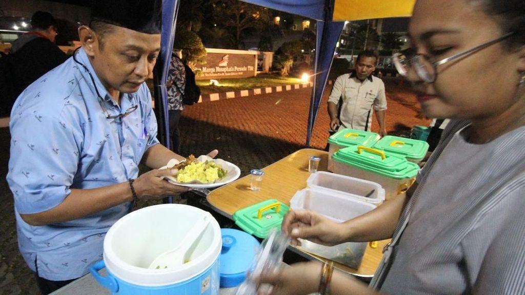 Berbagi Kebahagiaan Ramadhan Lewat Buka Puasa Gratis