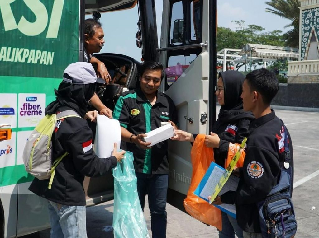Milenial KLHK Bantu Atasi Sampah di Jalur Mudik