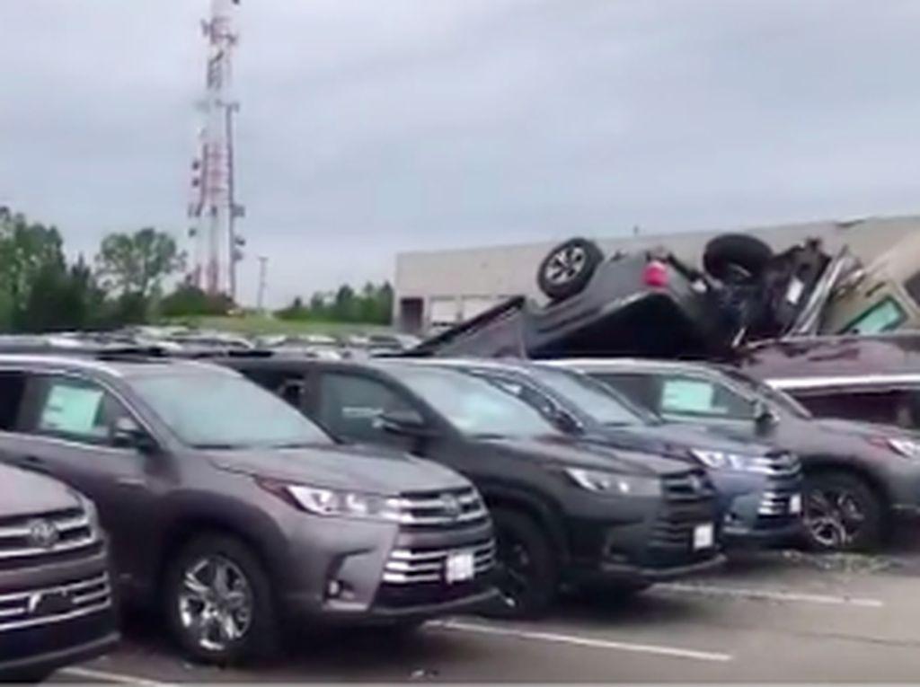 500 Mobil Baru di Diler Toyota dan Chevrolet Berterbangan