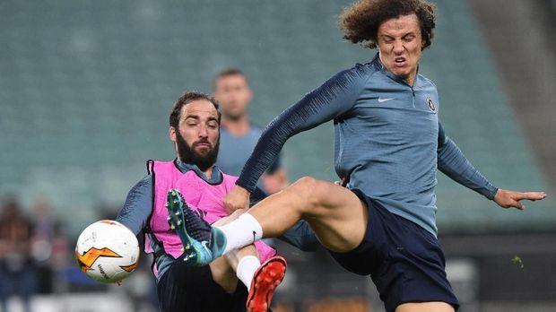 Diklaim Frustrasi, Alasan Higuain Ribut dengan Luiz