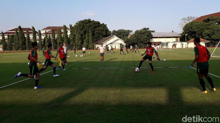 Pemusatan latihan timnas U-23 yang dipersiapkan untuk berlaga di SEA Games 2019, di lapangan UNY (Foto: Ristu Hanafi/detikSport)