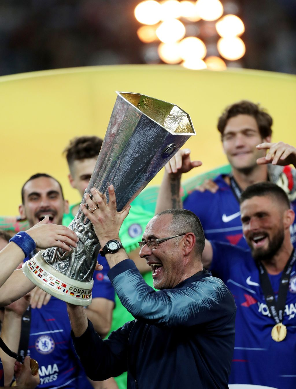 Soccer Football - Europa League Final - Chelsea v Arsenal - Baku Olympic Stadium, Baku, Azerbaijan - May 29, 2019  Chelsea manager Maurizio Sarri lifts the trophy as he celebrates winning the Europa League  REUTERS/Lee Smith