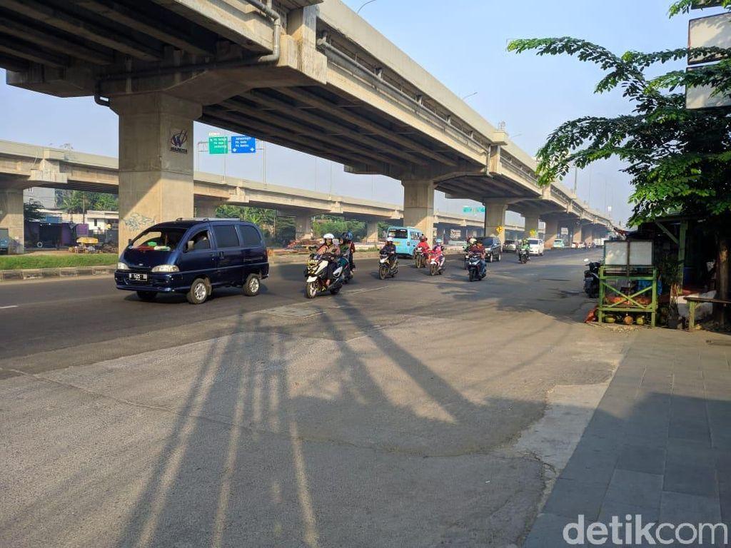 Lalin Jalan Kalimalang Sepi dari Pemudik Motor Pagi Ini
