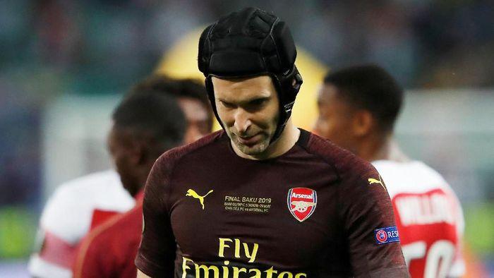 Tak ada trofi di penghujung karier Petr Cech usai Arsenal kalah dari Chelsea di final Liga Europa (Foto: Maxim Shemetov/Reuters)
