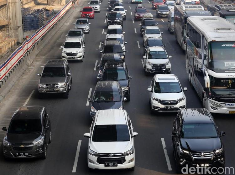 Tol Cikampek Arah Jakarta Macet di Sejumlah Titik Pagi Ini
