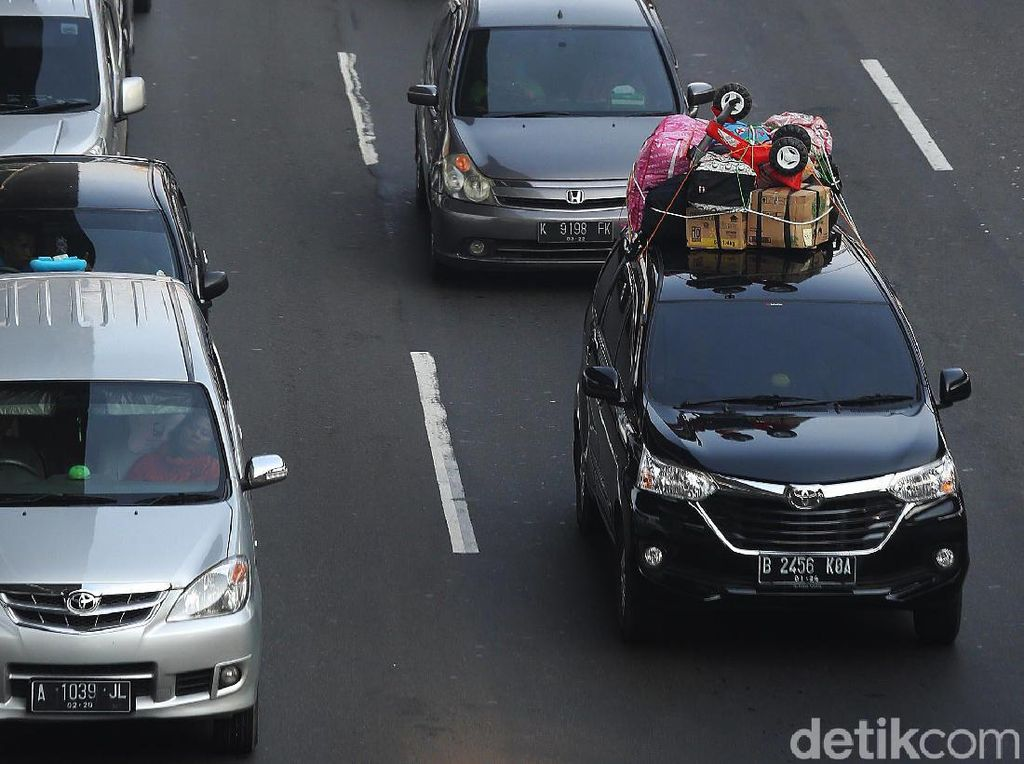 Genangan di Tol Cikampek Mulai Surut, Lajur Contraflow Arah Jakarta Ditambah