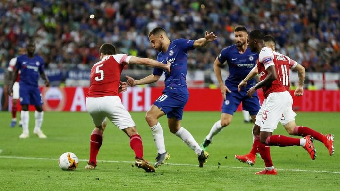 Babak pertama berakhir imbang tanpa gol setelah Chelsea dan Arsenal sama-sama jual beli serangan. (Lee Smith/REUTERS)