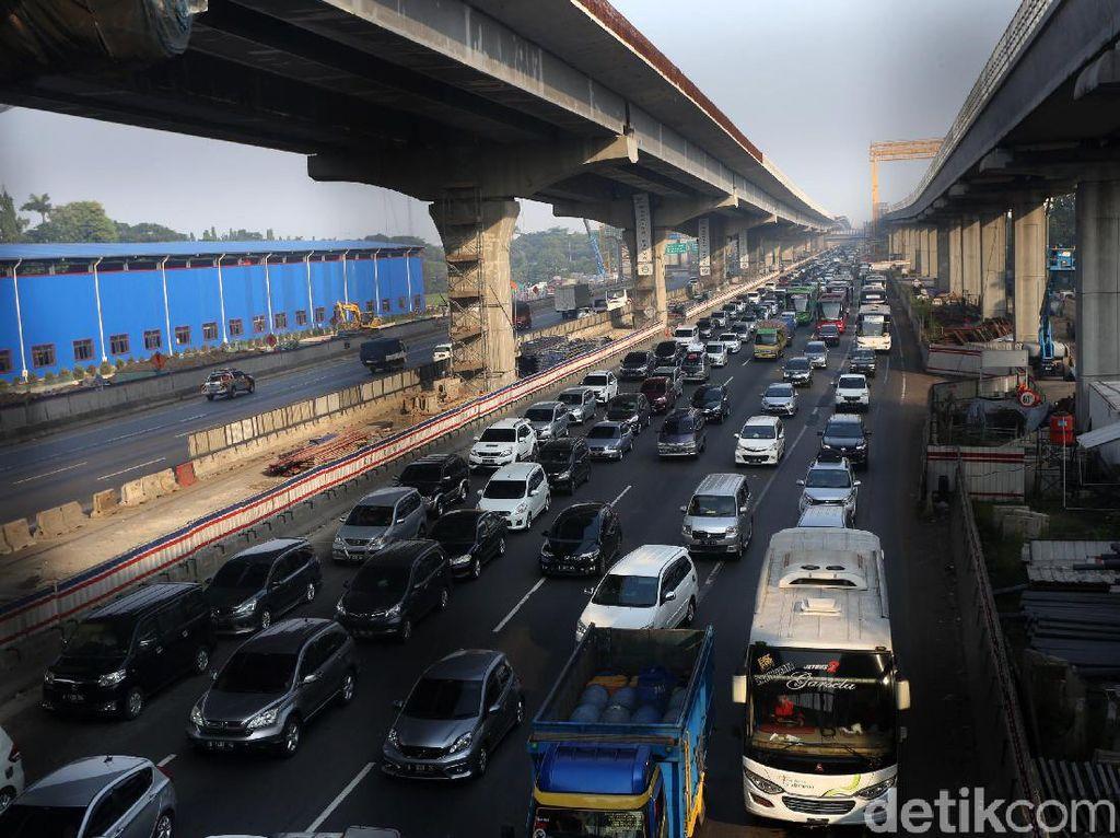 Tol Jakarta Cikampek Padat Merayap