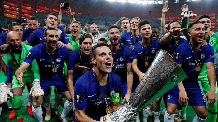 Pemain Chelsea merayakan keberhasilan menjuarai Liga Europa dengan mengalahkan Arsenal 4-1. (Foto: Lee Smith/REUTERS)
