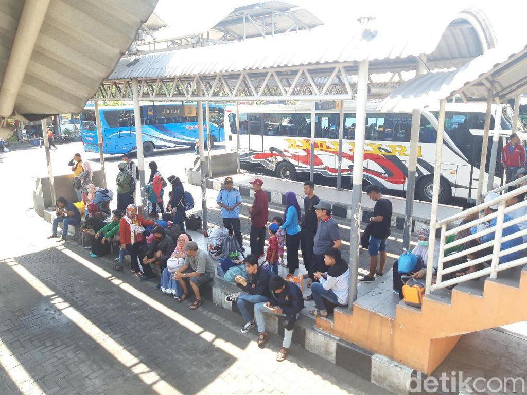 Tren Mudik di Terminal Purabaya Alami Penurunan, Ini Sebabnya