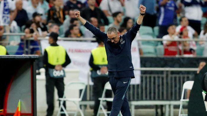 Trofi juara Liga Europa jadi jawaban Maurizio Sarri atas kritik sepanjang musim ini (REUTERS/Amr Abdallah Dalsh)