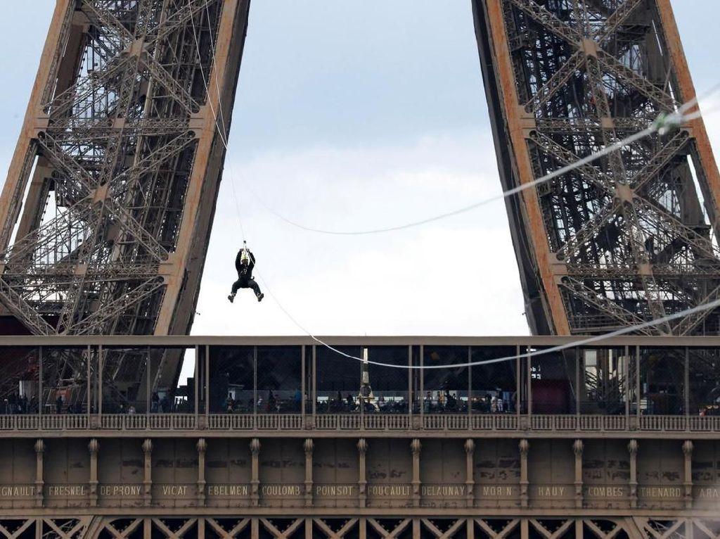 Foto: Saat Menara Eiffel Tidak Lagi Romantis