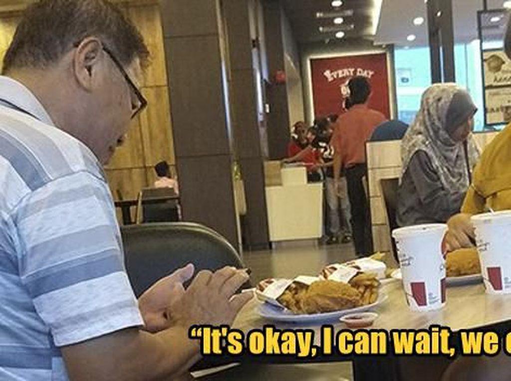 Wujud Toleransi, Nonmuslim Ini Tunggu Magrib Tiba Saat Santap di Restoran