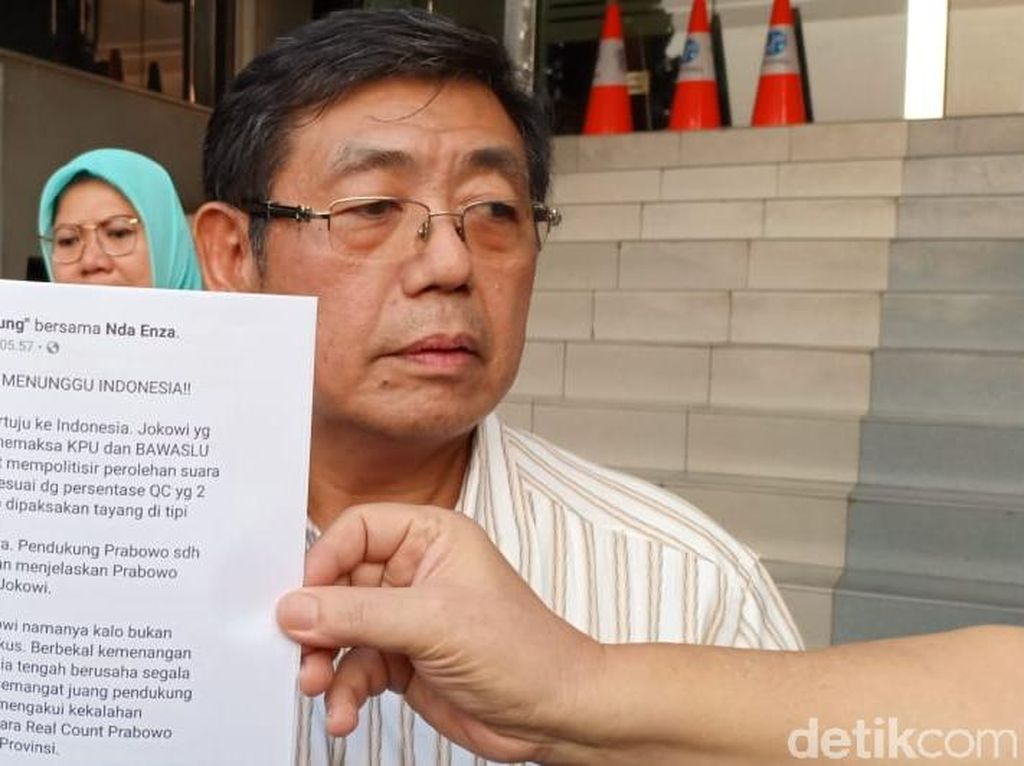 Relawan Polisikan Akun FB Rocky Gerung yang Tulis Jokowi Culas
