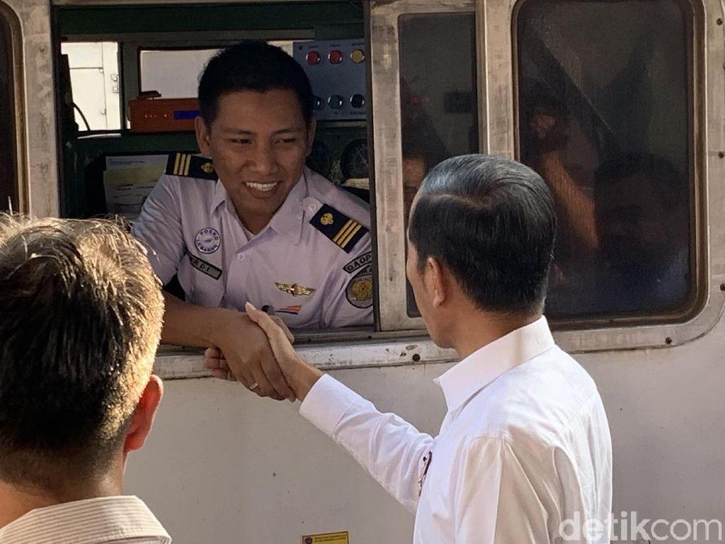 Jelang Buka Puasa, Jokowi Tinjau Arus Mudik di Stasiun Senen