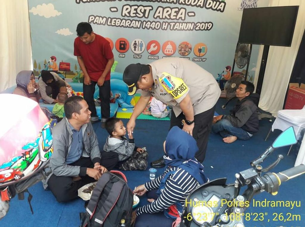 Dear Pemudik, Ada WiFi-Pijat Gratis di Jembatan Timbang Indramayu