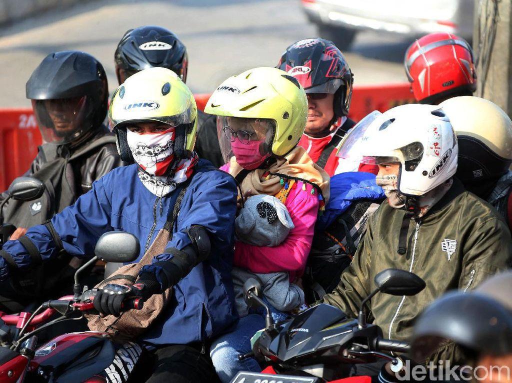 Perjalanan Jarak Jauh, Pemotor Wajib Kenakan Helm Full Face