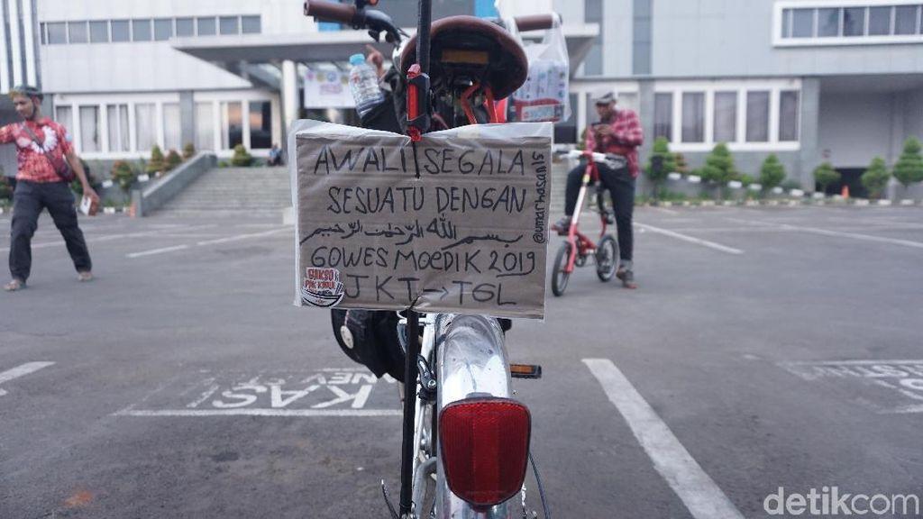 Yang Unik di Gowes Mudik 2019, Perlengkapan Doa hingga Helm Bertanduk