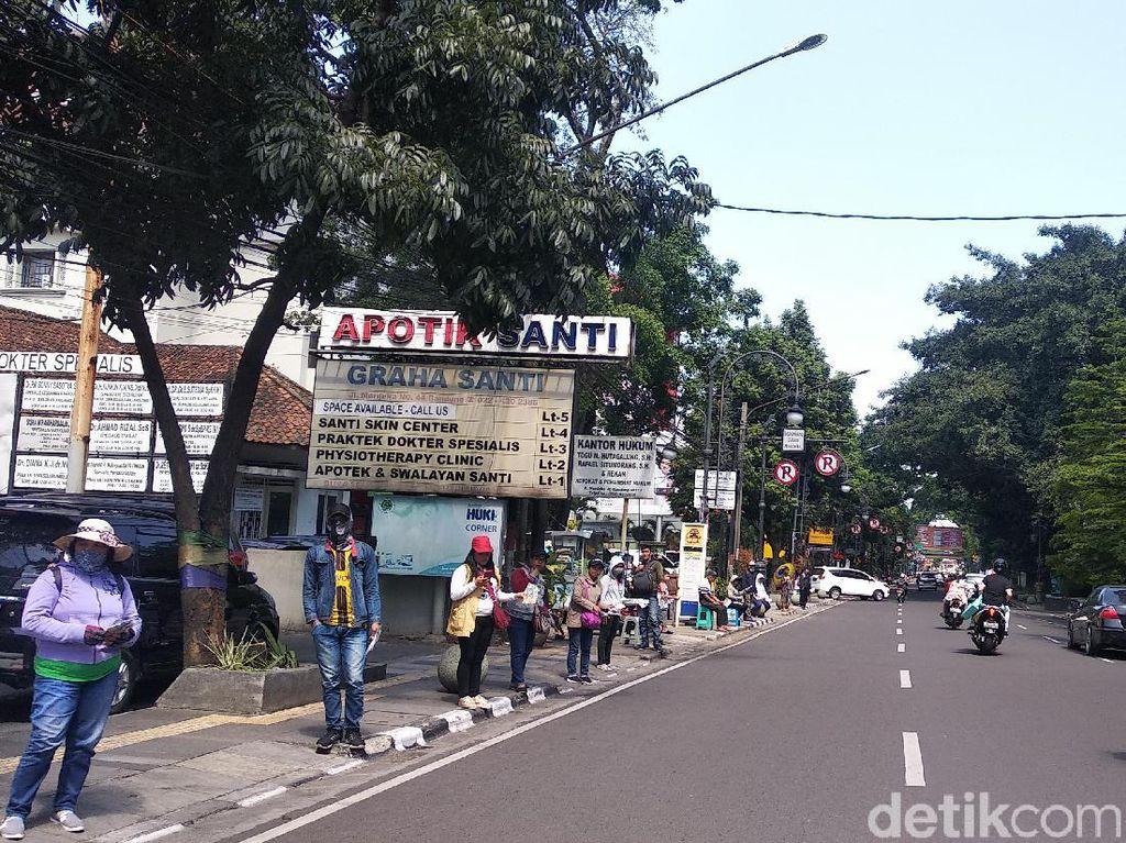 Penjaja Uang Baru Mengeluh Peminat di Bandung Menurun