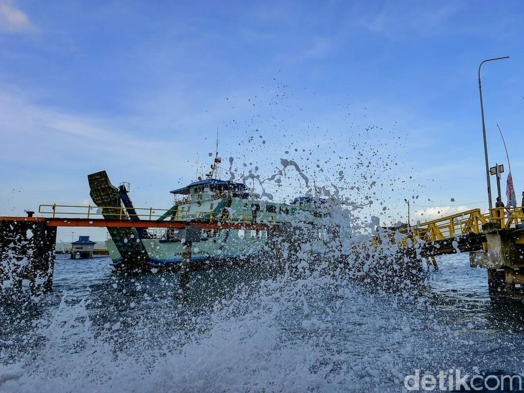 Gelombang Tinggi di Selat Makassar, Nelayan Diimbau Tak Melaut