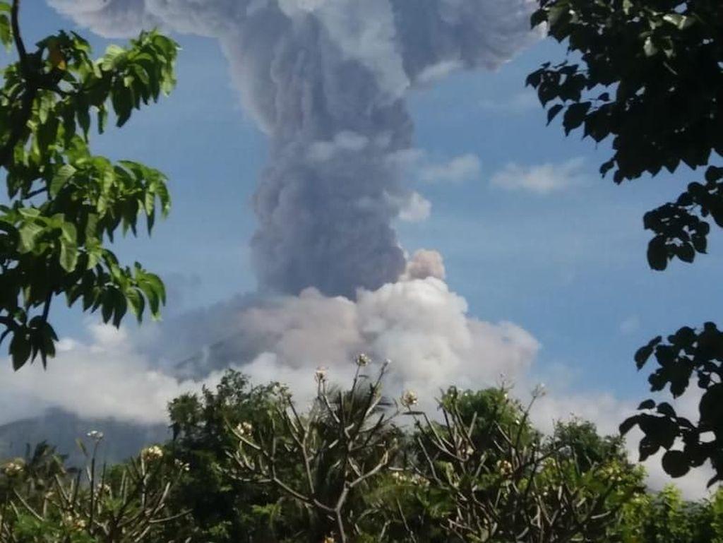 Gunung Agung Erupsi, Wisatawan Diminta Jaga Jarak Radius 4 km