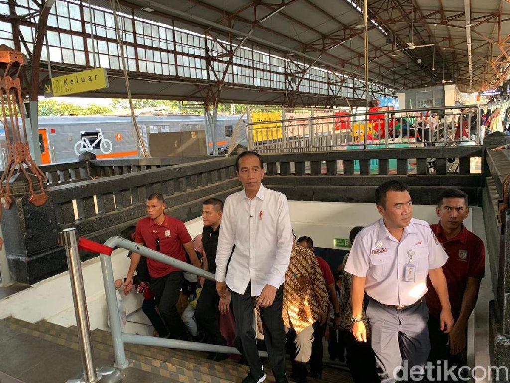 Tinjau Mudik di Stasiun Senen, Jokowi: Tak Sepadat yang Dibayangkan