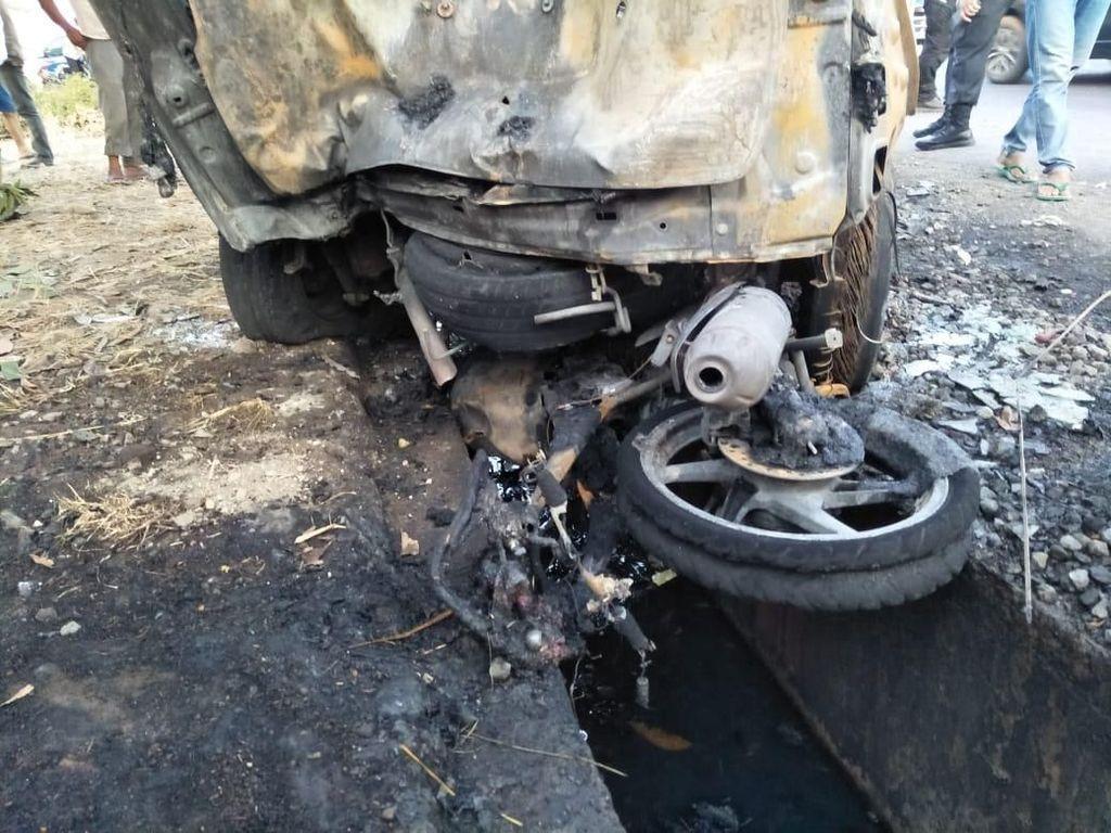 3 Kendaraan Tabrakan di Subang, Polisi: 4 Orang Tewas Terbakar