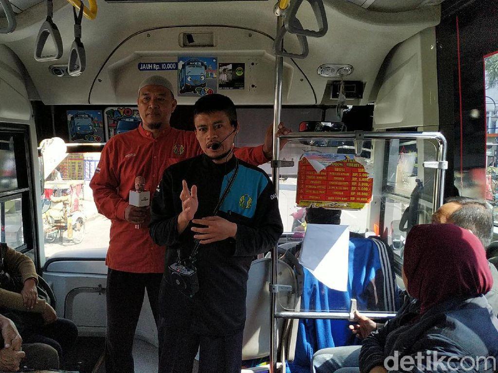 Kisah Saleh, 20 Tahun Dakwah di Bus Kota Bandung Tanpa Pamrih