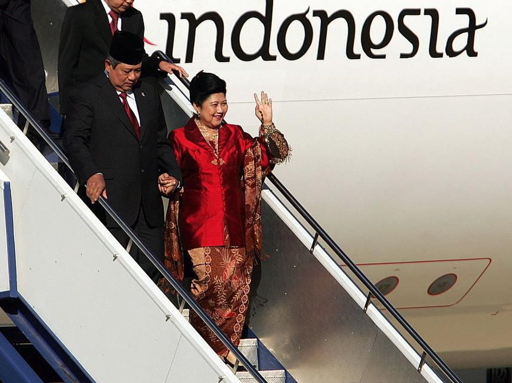 Foto Ani Yudhoyono dan Kain Batik yang Merekam Jejak Hidupnya