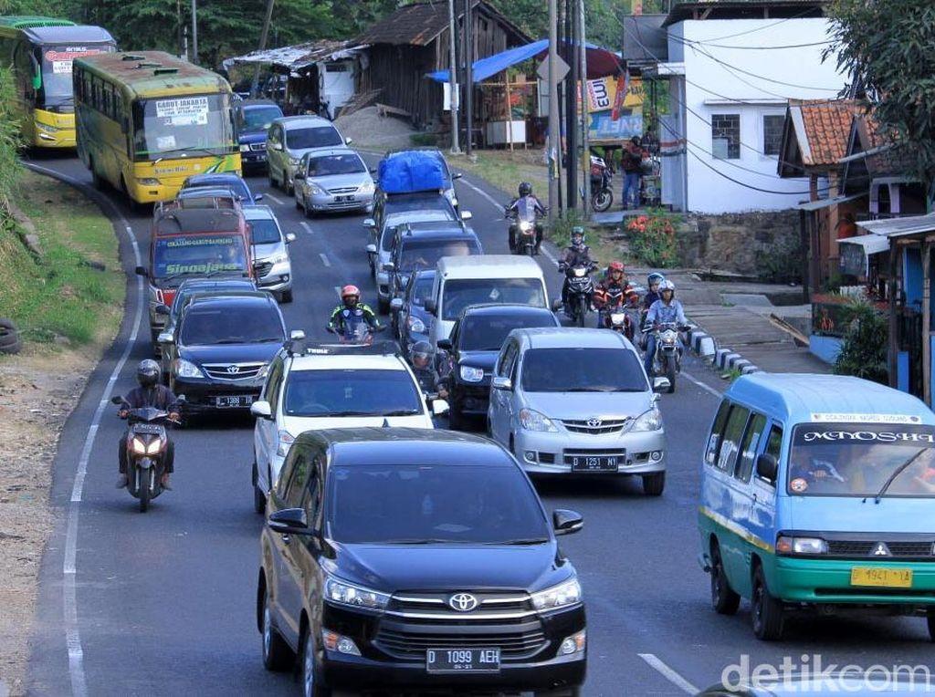 Volume Kendaraan Menuju Nagreg Terus Meningkat