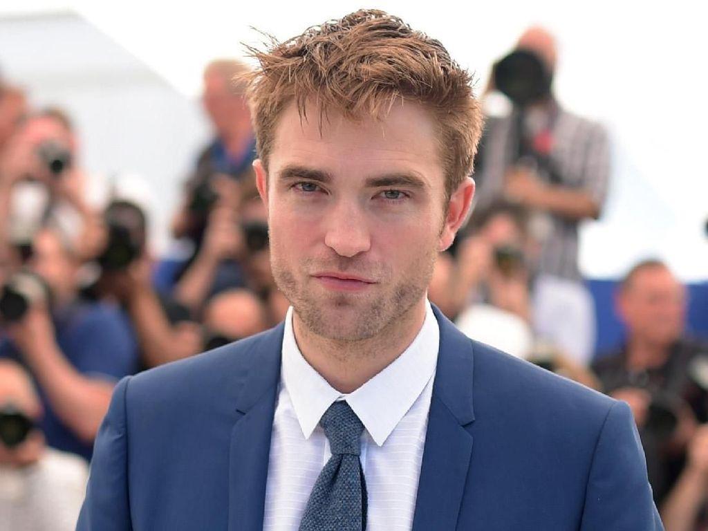 Robert Pattinson Jarang Pakai Parfum, Ngaku Bau Tubuhnya Seperti Krayon